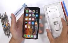 """Thử nghiệm tra tấn iPhone XS Max: Apple đã """"chém gió"""" về tấm kính bảo vệ màn hình?"""