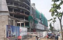 3 công nhân nằm bất động sau khi rơi từ tầng cao công trình Trung tâm thương mại ở Sài Gòn