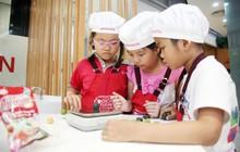 Hà Nội: Các bé cùng bố mẹ trổ tài làm bánh Trung thu hình con vật ngộ nghĩnh cực đáng yêu