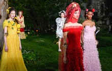New York Fashion Week mùa này: Thực dụng đến cùng mà Mộng mơ cũng tới bến!