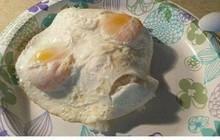 Mẹ trẻ kỳ công làm món trứng rán hình đầu lâu nhưng lại khác xa hình mẫu khiến con trẻ khóc thét