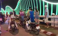 Đang đi trên xe đạp điện, nam thanh niên bất ngờ gieo mình xuống sông mất tích
