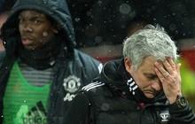 'Bật' Mourinho, Pogba bị tước băng đội trưởng MU