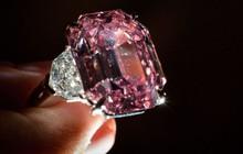Viên kim cương hồng Pink Legacy đạt giá kỷ lục 50 triệu USD