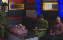 Bắt quả tang chủ quán karaoke và nhà nghỉ điều gái bán dâm