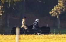 Ảnh: Nữ hoàng Anh 92 tuổi vẫn cưỡi ngựa chiều thu gây 'sốt'
