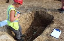 Phát hiện bộ xương 'ma cà rồng' hơn 2.000 tuổi ở Anh
