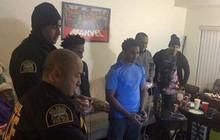 Bị hàng xóm trình báo vì gây tiếng ồn, nhóm thanh niên Mỹ được cảnh sát hỏi thăm rồi chơi game luôn với nhau