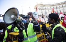 Biểu tình ở Pháp 'nhân bản' khắp châu Âu, lan sang cả Canada và Israel