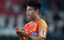 Ngôi sao sáng nhất tuyển Trung Quốc gãy lìa xương vai sau khi ghi 2 bàn vào lưới Philippines, không thể ra sân ở đại chiến Hàn - Trung