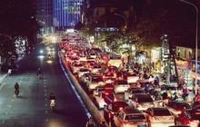 Ảnh: Nhiều tuyến đường Hà Nội ùn ứ kéo dài, người dân chôn chân trong mưa rét