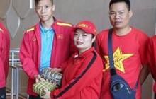 Fan Việt mang đồ ăn đậm chất quê nhà sang UAE tiếp lửa cho tuyển Việt Nam