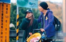 Châu Du Dân lần đầu lộ ảnh bà xã và con gái rượu cùng đi dạo trên phố sau 3 năm kết hôn