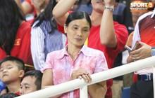 """Lý giải bất ngờ của mẹ Văn Hậu về bức ảnh nhìn như """"thôi miên"""" cậu con trai tại AFF Cup 2018"""