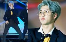 """Suýt nữa """"lộ hàng"""" trên sân khấu, RM (BTS) đã kịp thời chữa cháy nhưng hành động về sau mới khiến fan """"cười bò"""""""