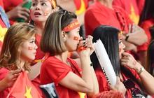 Fan nữ tuyển Việt Nam cầu nguyện, vài phút lại nhìn đồng hồ mong hết giờ trong chiến thắng Yemen