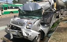 Xe khách bẹp dúm sau va chạm với xe bồn và xe ben, tài xế mắc kẹt trong cabin được giải cứu đưa đi viện