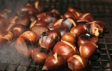 Giữa trời đông Hà Nội, có những món ăn nho nhỏ ấm áp mà chỉ cần cắn một miếng là đủ thấy hạnh phúc