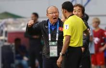 Quang Hải bị phạm lỗi, HLV Park Hang-seo gắt với cả trọng tài và HLV Jordan để đòi công bằng