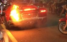 Clip siêu xe Lamborghini hăng hái nẹt pô rồi... bốc cháy ở Việt Nam được chia sẻ mạnh trên MXH quốc tế