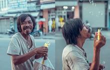 """Nụ cười vô lo của người đàn ông lang thang khiến nhiều người cảm thấy bình yên: """"Dù giàu hay nghèo hãy luôn hạnh phúc với hiện tại"""""""