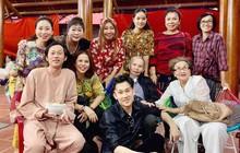Hình ảnh ấm áp ngày giáp Tết: Bố mẹ Hoài Linh trở về từ Mỹ, đến nhà thờ Tổ trăm tỷ thăm con trai