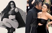 Khoe ảnh nội y siêu nóng bỏng, Kylie Jenner lại khiến dân tình rần rần vì chú thích úp mở chuyện đã kết hôn