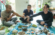 """Hết Tết nhưng một ngôi làng ở ngoại thành Hà Nội vẫn tưng bừng tổ chức ăn """"Tết lại"""": Tháng Giêng là tháng ăn chơi!"""