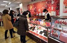 """Nghe nói con gái Nhật phải tặng socola cho con trai nhân ngày Valentine, nữ idol """"quả quyết"""" ăn hết socola để khỏi tặng ai"""