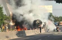 Tây Ninh: Xe chở xăng dầu tông dải phân cách rồi bốc cháy dữ dội, người đi đường bỏ chạy tán loạn
