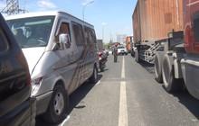 Va chạm liên hoàn 5 xe ô tô, quốc lộ 1 giao thông ùn ứ kéo dài nhiều km