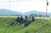 Công an vây nhóm đối tượng mang ma túy và vũ khí nóng: Nghi phạm thứ 3 bỏ trốn ra đầu thú