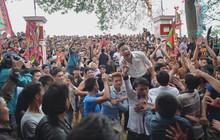 Trai làng tiếc nuối vây kín lễ hội đòi được đánh phết tại Hiền Quan