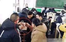 Trung Quốc: Bức ảnh học sinh vô tư ăn nhậu trong khi giáo viên vẫn đang giảng bài trên bục gây tranh cãi kịch liệt