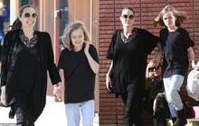 """Bị đồn suy sụp vì Brad Pitt hẹn hò đối thủ, Angelina lại xuất hiện bên con với biểu cảm """"một trời một vực"""""""