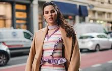 """Món đồ """"đi lạc"""" này đã phá hỏng cả set đồ của Hoa hậu Catriona Gray tại Tuần lễ thời trang New York"""
