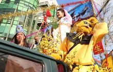 """Thánh mẫu xinh đẹp, Tề Thiên """"đại náo"""" góp phần làm nên Lễ hội rước kiệu Bà đầy màu sắc"""