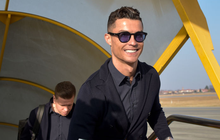 """Ronaldo cùng dàn sao Juve mặc vest """"cool ngầu"""", thăm thú SVĐ đối thủ để chuẩn bị cho đại chiến"""