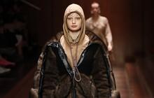 """Burberry đăng đàn xin lỗi vì trót thiết kế ra chiếc """"hoodie tự sát"""" gây tranh cãi"""