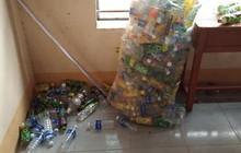 Túi rác khổng lồ nằm mãi cuối góc lớp và câu chuyện bảo vệ môi trường phía sau khiến nhiều người thức tỉnh