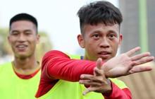 """Tuyển thủ U22 Việt Nam ngẫu hứng """"múa quạt"""" điêu luyện ở trận đấu với U22 Thái Lan"""