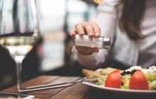Không muốn bị chê là già sớm thì hãy ghi nhớ các món nên và không nên ăn ở mỗi độ tuổi sau đây