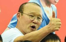 """HLV Park Hang-seo """"gieo ước mơ"""" cho trẻ em đam mê bóng đá tại An Giang"""