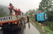 Hà Tĩnh: Hàng chục hành khách la hét khi xe khách lật nghiêng bên đường