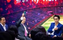HLV Park Hang-Seo gây náo loạn Samsung Showcase trong fan-meeting riêng không thua idol nào