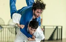 """Isaac cật lực tập võ Judo cho vai diễn mới bên cạnh """"người bạn"""" Realme 3"""