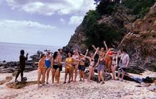 Cú lừa: Nhóm khách Tây 18 người mua vé lặn biển rồi bị bỏ rơi trên hoang đảo toàn rắn ở Thái Lan