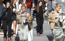 """Cặp mẹ chồng nàng dâu ngọt ngào nhất Hollywood: Hailey cùng mẹ chồng """"trốn"""" Justin, dắt tay nhau đi """"ăn mảnh"""""""