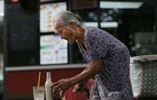 """Sài Gòn: những hàng ăn của các ông bà cụ """"gần đất xa trời"""" vừa gây xúc động vừa cho thấy lao động là vinh quang"""