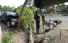 """""""Ô tô điên"""" tông 3 cô gái dừng xe máy mua nước mía bên vệ đường"""